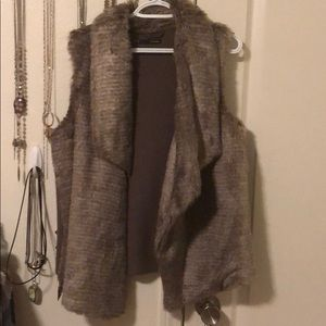 Maurices faux fur vest // XL